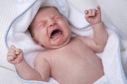 Появление коликов при запоре у новорожденного